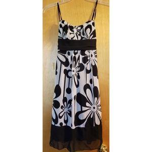 🌼JUST IN 🌼 Black/White Floral Dress - Size 5🌼